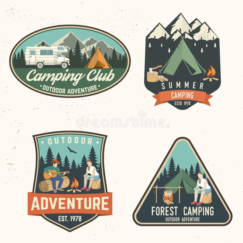 Campeggio estivo Illustrazione di vettore Concetto per la camicia o logo, stampa, bollo o T royalty illustrazione gratis