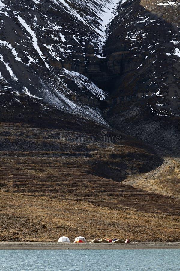 Campeggio estremo in Svalbard fotografie stock
