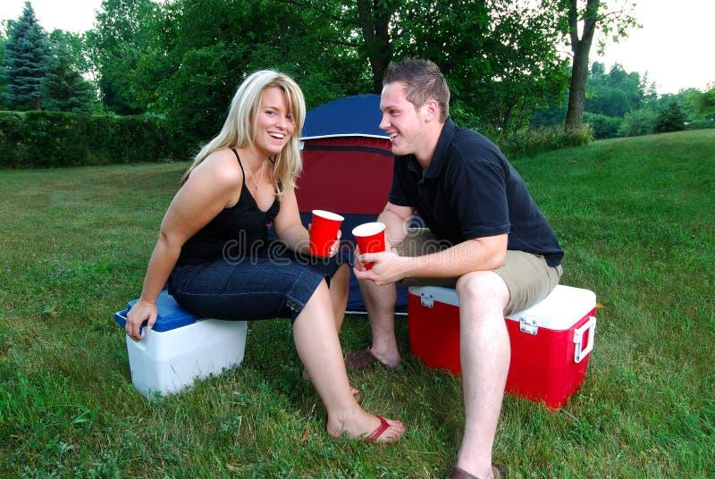 Campeggio felice immagine stock