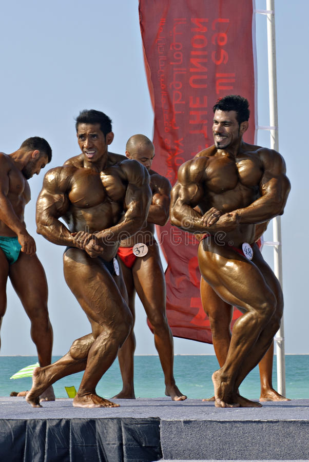 Campeonato 4 del Bodybuilding de DUBAI de la ZAMBULLIDA del CIELO imagenes de archivo
