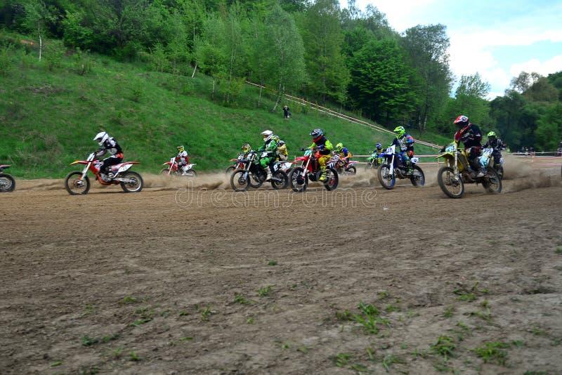 Campeonato aberto 2019 do motocross de Lviv da ra?a do motocross come?o foto de stock