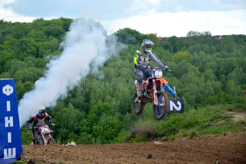 Campeonato aberto 2019 do motocross de Lviv da ra?a do motocross winer foto de stock