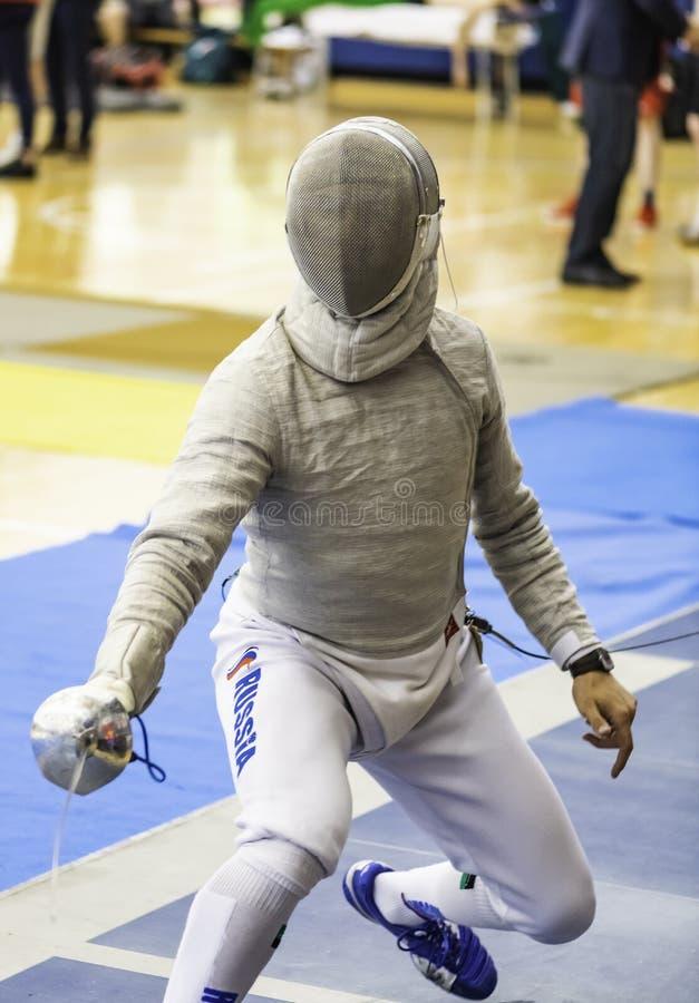 Campeonato de cercado ruso del mundo del competidor fotos de archivo