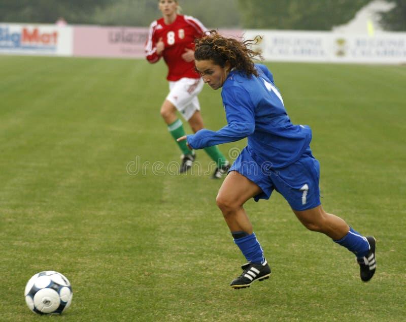 CAMPEONATO FÊMEA 2009 DO FUTEBOL DO UEFA, ITALY-HUNGARY fotografia de stock