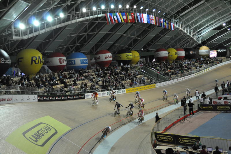 Download Campeonatos Europeus Da Trilha Imagem Editorial - Imagem de bicicleta, bandeiras: 16862485