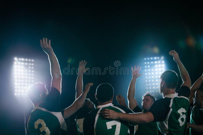 Campeones de la liga del rugbi que celebran la victoria imagen de archivo