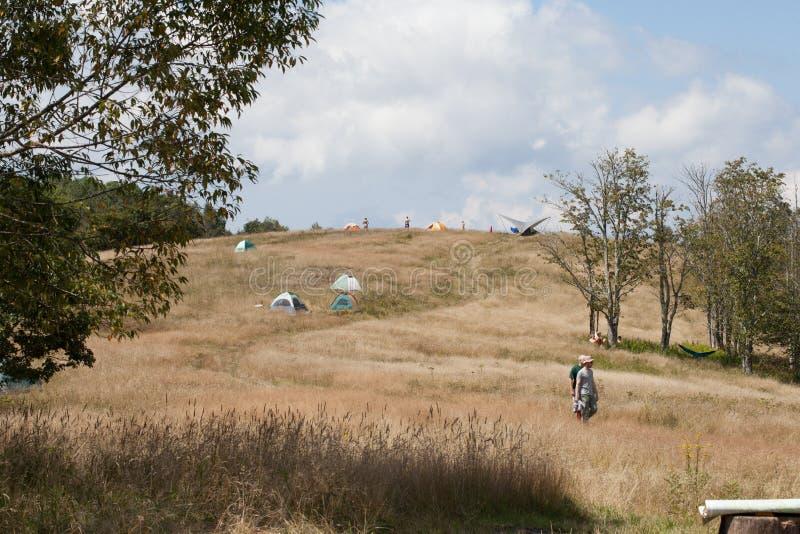 Camper auf Whigg-Wiese stockfotos