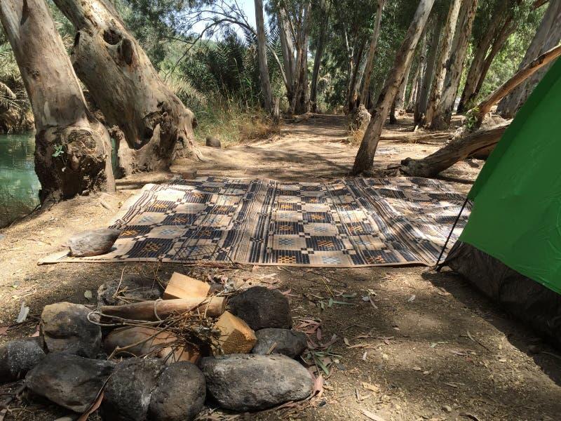 Camper dans Jordan River en Israël photos libres de droits