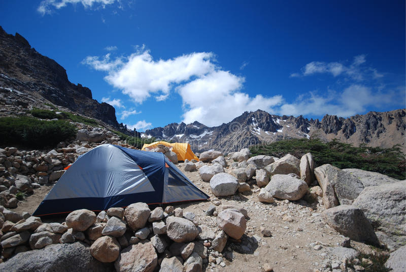 Camper dans le Patagonia images stock