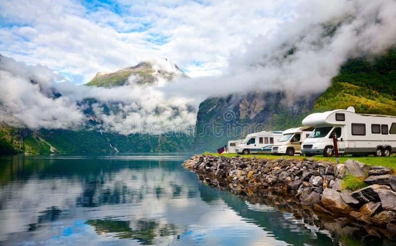 Campervan RV pojazdy przy norweskim campingiem fjord zdjęcia royalty free