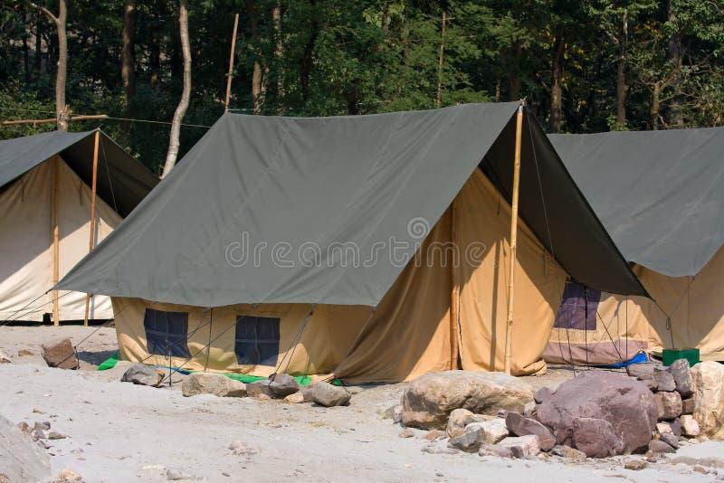Campez sur les banques du Gange RiverÑŽ l'Inde photos stock