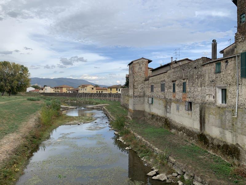 Campi Bisenzio,托斯卡纳,意大利,镇的看法从桥梁的 免版税库存图片