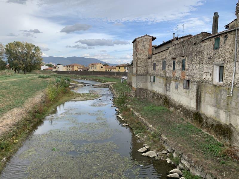 Campi Bisenzio,托斯卡纳,意大利,镇的看法从桥梁的 图库摄影