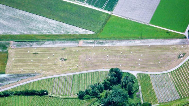 Campi e diagrammi dell'azienda agricola da sopra fotografia stock libera da diritti