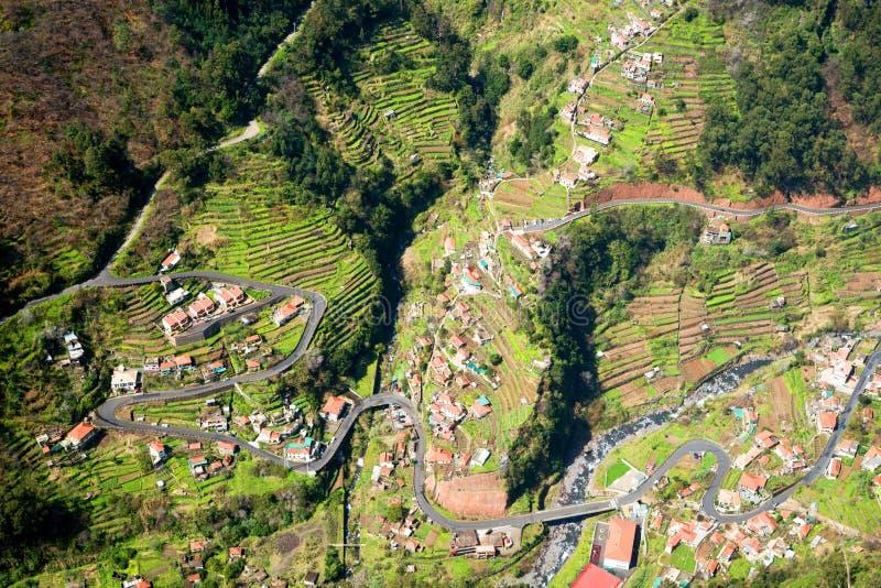 Campi a terrazze del villaggio di Curral das Freiras in suore valle, Madera, Portogallo immagini stock libere da diritti