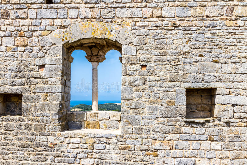 Campiglia Marittima är en gammal by i Tuscany, Italien arkivbilder