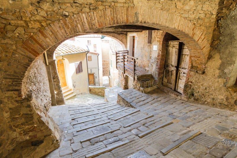Campiglia Marittima is een oud dorp in Toscanië, Italië royalty-vrije stock afbeelding