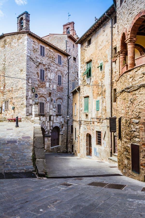 Campiglia Marittima is een oud dorp in Toscanië, Italië stock afbeelding