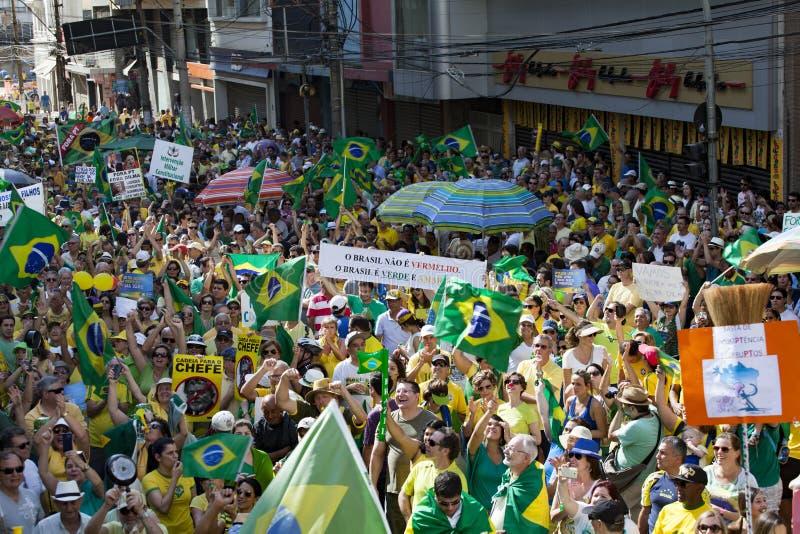 Campinas Brazylia, Sierpień, - 16, 2015: antyrządowi protesty w Brazylia, pyta dla Dilma Roussef impeachmenta zdjęcie royalty free