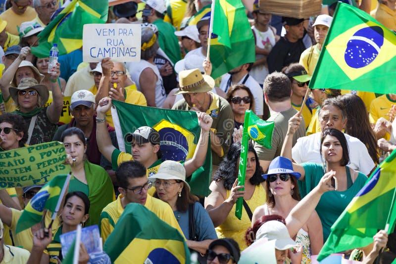 Campinas Brazylia, Sierpień, - 16, 2015: antyrządowi protesty w Brazylia, pyta dla Dilma Roussef impeachmenta zdjęcia royalty free