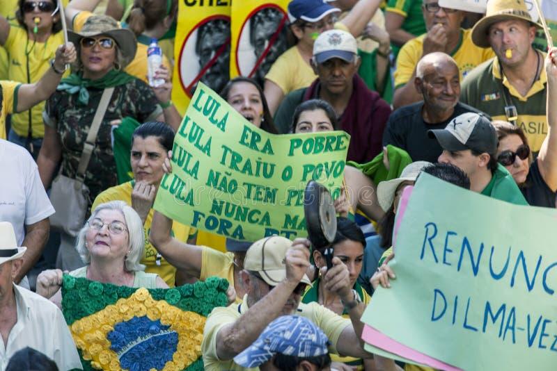 Campinas Brazylia, Sierpień, - 16, 2015: antyrządowi protesty w Brazylia, pyta dla Dilma Roussef impeachmenta zdjęcia stock