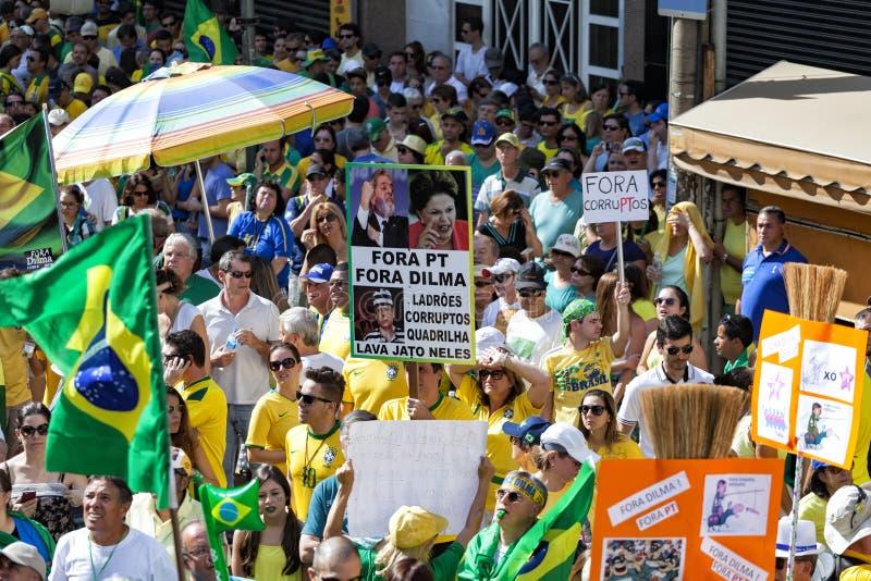 Campinas Brazylia, Sierpień, - 16, 2015: antyrządowi protesty w Brazylia, pyta dla Dilma Roussef impeachmenta obrazy stock