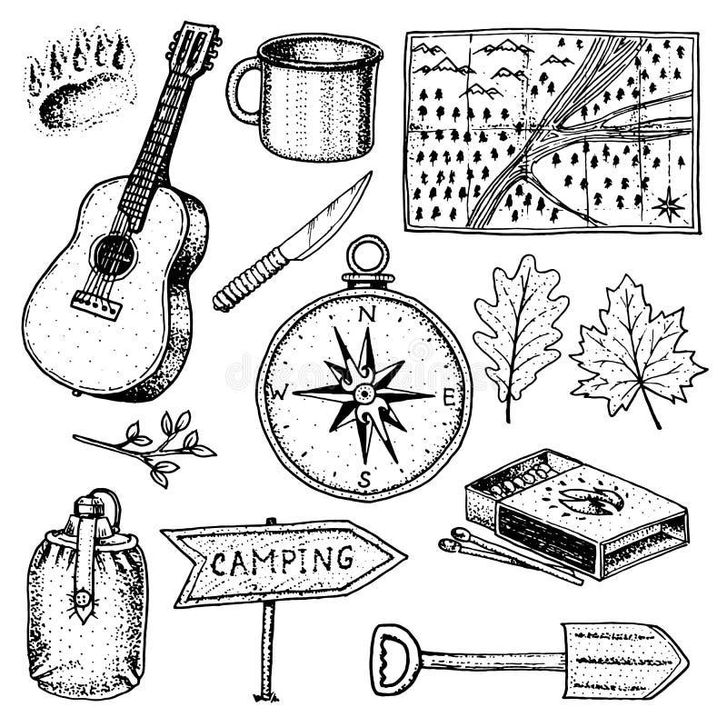 Camping-Ausflug, Abenteuer im Freien, wandernd Satz Tourismusausrüstung gravierte Hand gezeichnet in alte Skizze, Weinleseart für vektor abbildung