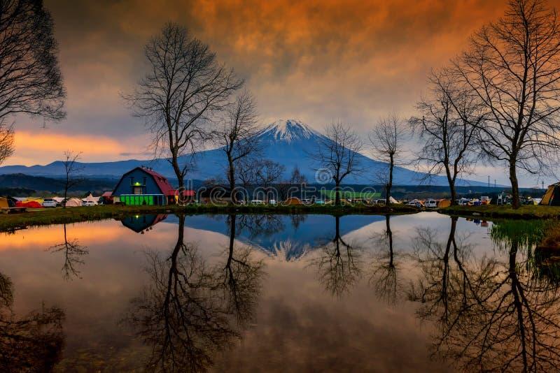 Camping de Fumotopara avec le mt Vue de Fuji à l'aube photo libre de droits