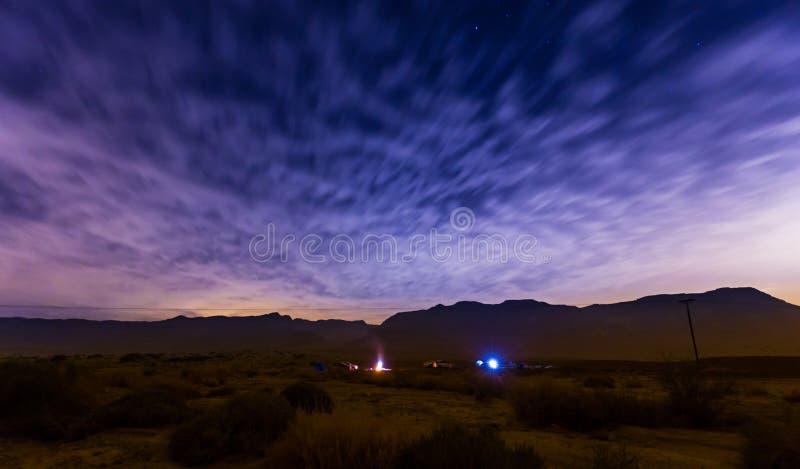 Camping en la noche foto de archivo libre de regalías