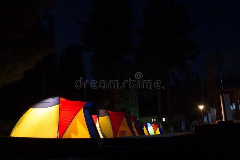 Camping en Rama Meadows Pakistan la nuit de pleine lune images libres de droits