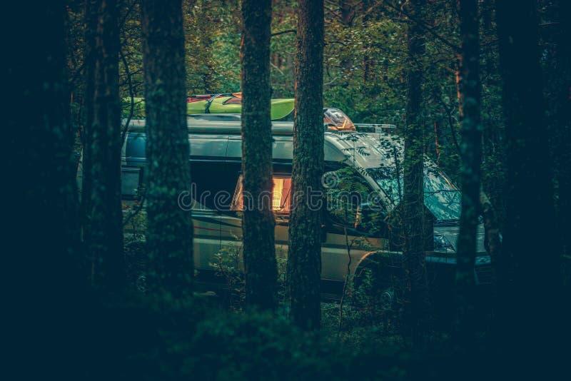 Camping sauvage gratuit de rv images stock