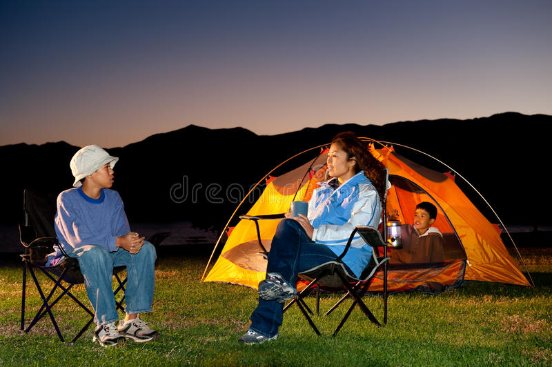 campingowa rodzina obrazy royalty free