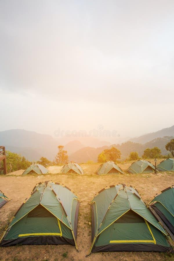 Campingowi namioty w naturze obraz stock