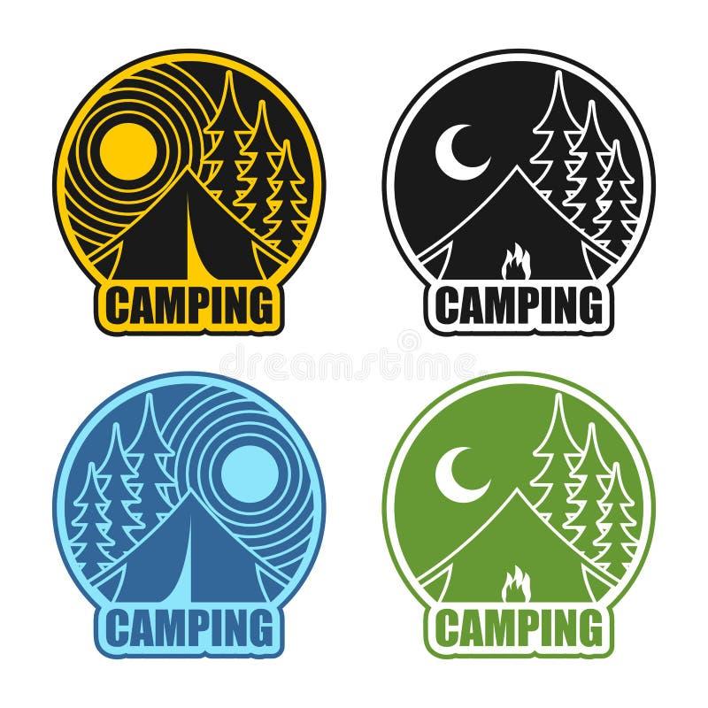 Campingowy loga dzień, noc i Krajobraz z namiotowym i lasowym Embl ilustracja wektor