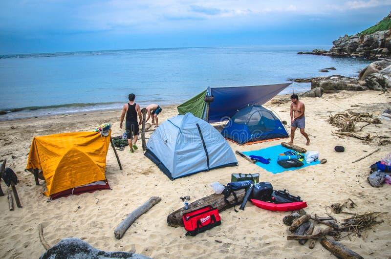 Campingplats längs strand