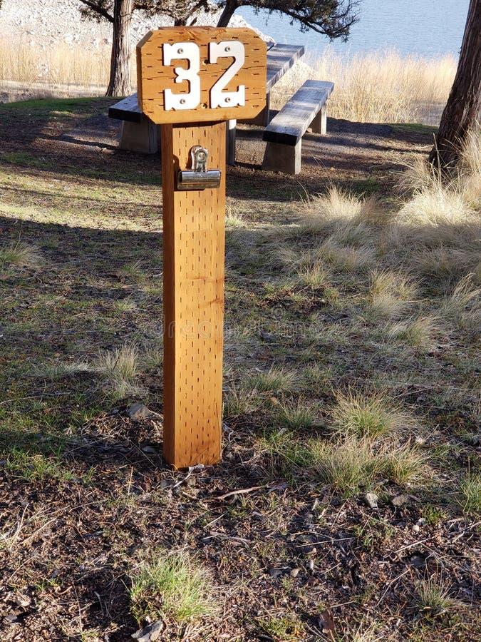 Campingplatzposten 32 lizenzfreies stockbild