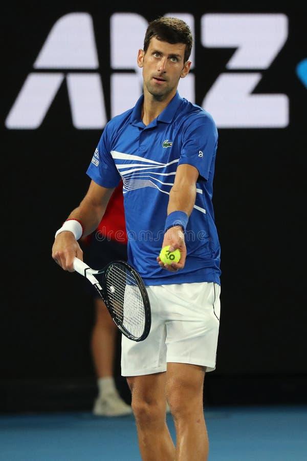 campione Novak Djokovic di Grand Slam di 14 volte nell'azione durante la sua partita di semifinale all'Australian Open 2019 nel p fotografia stock libera da diritti