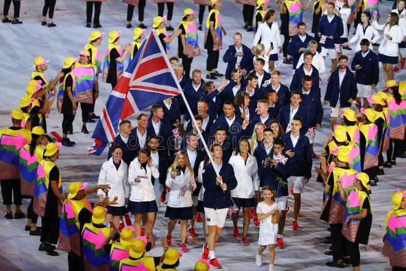 Campione olimpico Andy Murray che porta la bandiera del Regno Unito che conduce il gruppo olimpico Gran Bretagna nell'apertura 20 fotografie stock