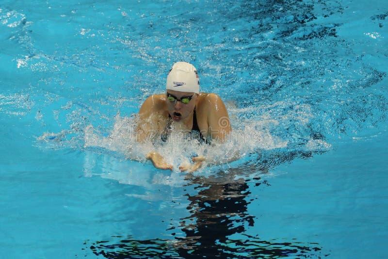 Campione olimpico Lilly King degli Stati Uniti durante il semifinale di rana del ` s 200m delle donne di Rio 2016 giochi olimpici immagine stock libera da diritti
