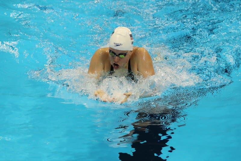 Campione olimpico Lilly King degli Stati Uniti durante il semifinale di rana del ` s 200m delle donne di Rio 2016 giochi olimpici fotografia stock
