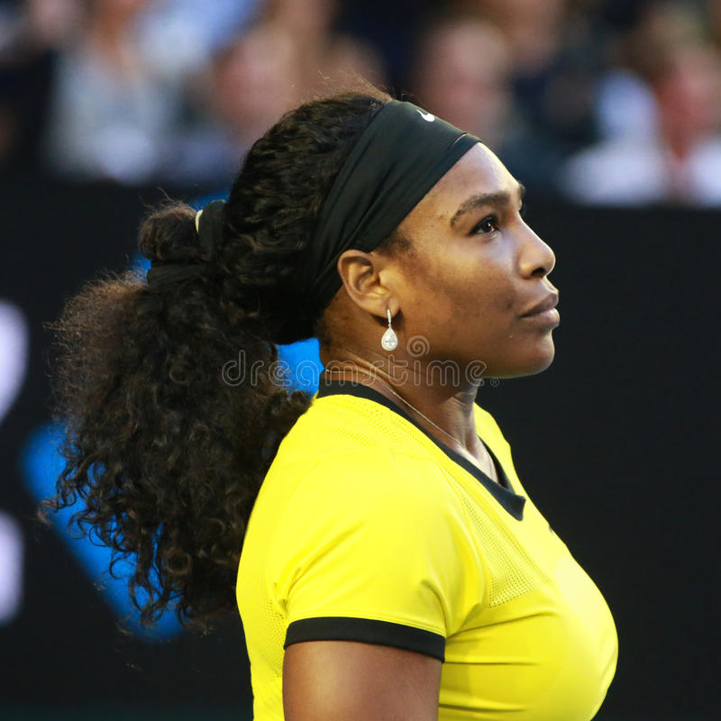 Campione Serena Williams del Grande Slam di venti un volte nell'azione durante la sua partita finale all'Australian Open 2016 immagini stock