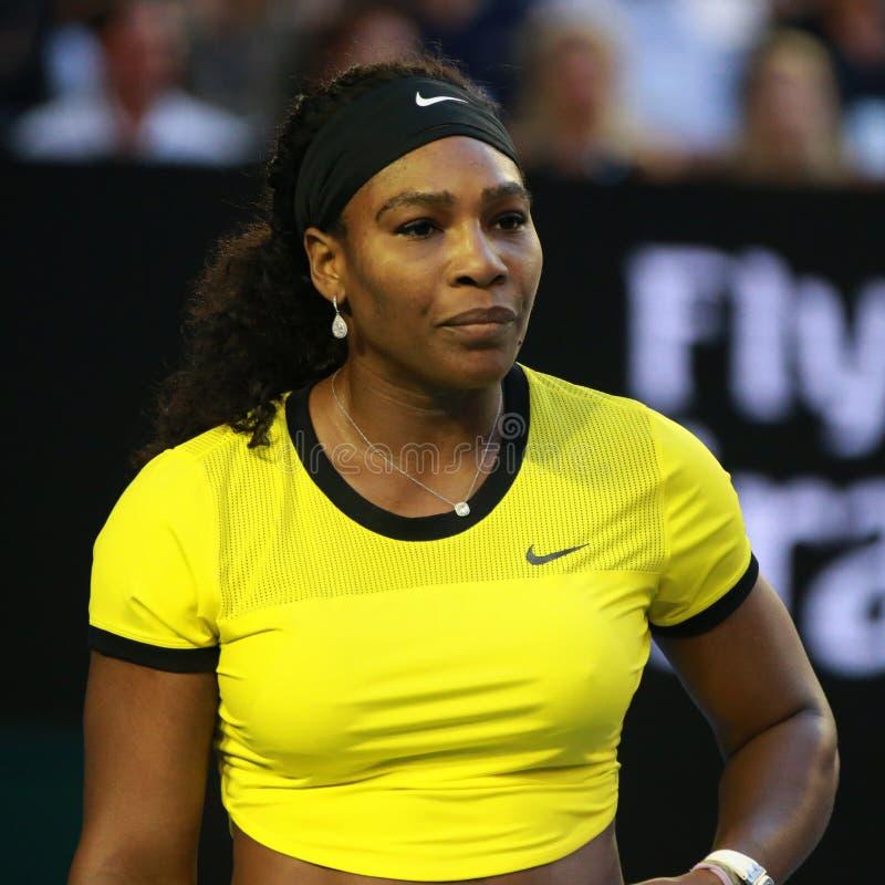 Campione Serena Williams del Grande Slam di venti un volte nell'azione durante la sua partita finale all'Australian Open 2016 fotografia stock libera da diritti