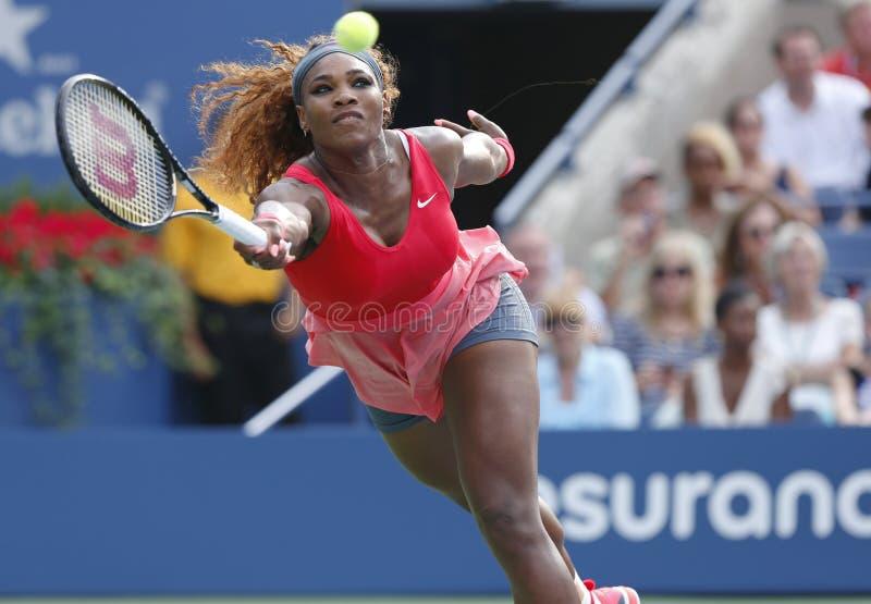 Campione Serena Williams del Grande Slam durante in quarto luogo la partita del giro all'US Open 2013 contro Sloane Stephens fotografie stock libere da diritti