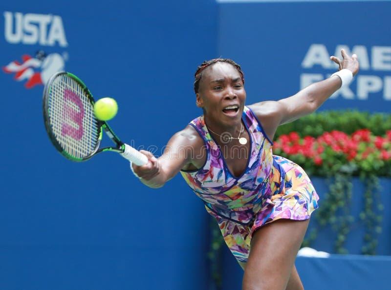 Campione Venus Williams del Grande Slam degli Stati Uniti nell'azione durante la sua partita del giro 4 all'US Open 2016 fotografia stock