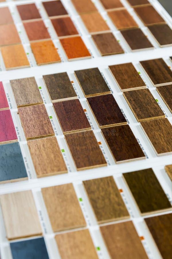 campioni di colore laminato e di legno fotografia stock libera da diritti