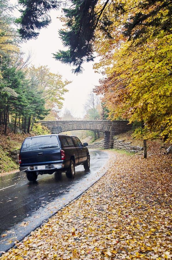 Campista que conduz no parque nacional do Acadia fotografia de stock royalty free