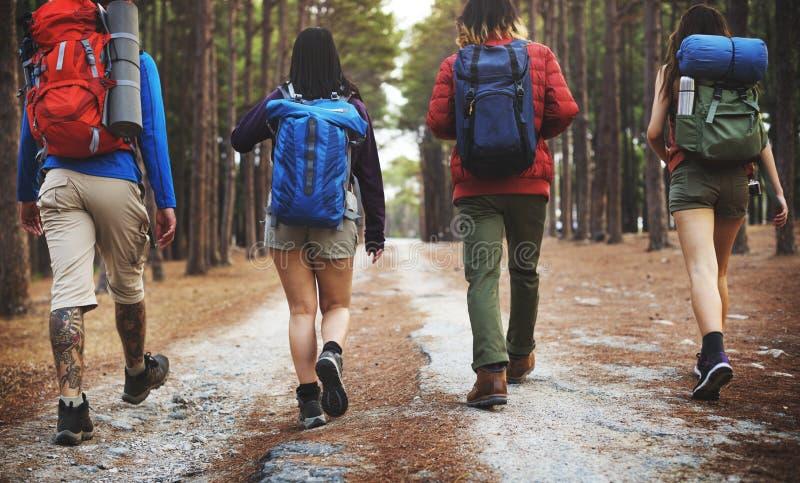Campistas em uma aventura imagens de stock