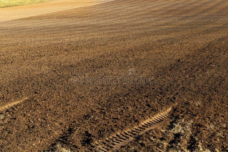Campo agrícola arado imagen de archivo libre de regalías