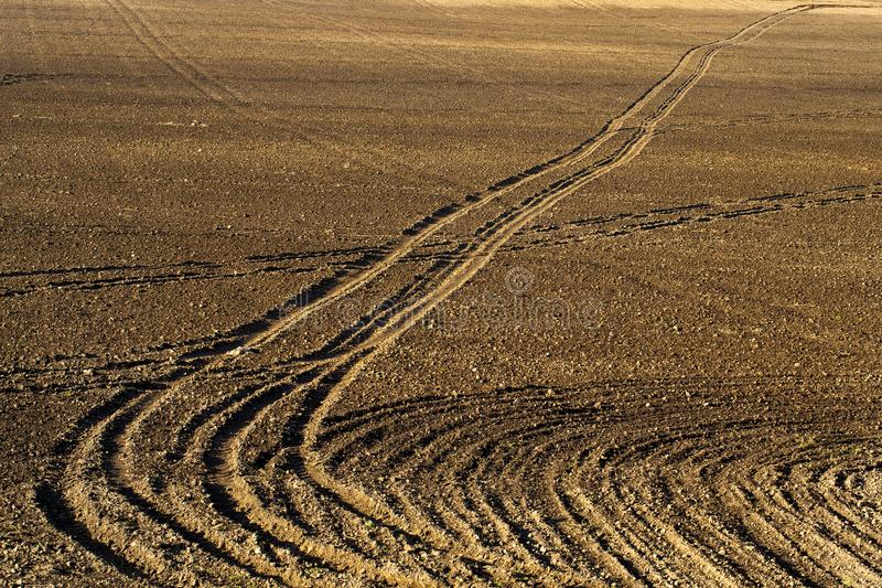 Campo agrícola arado fotografía de archivo