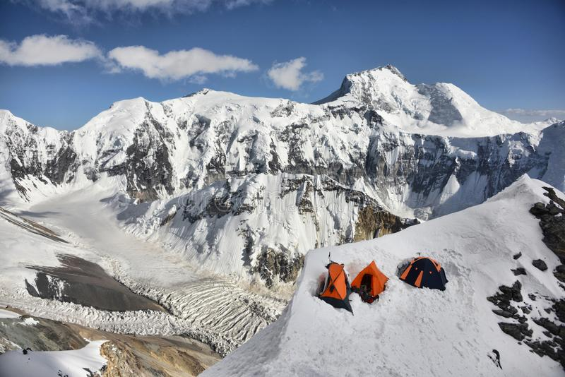 Campo alpino en las montañas de Pamir fotografía de archivo libre de regalías